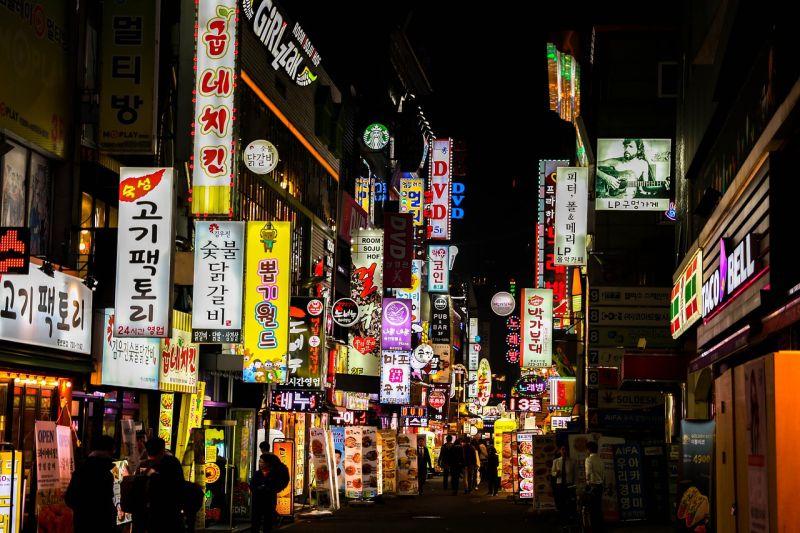 ▲雖然南韓去年爆出教會大規模群聚感染,但過去一年建立起良好的衛生習慣和戴口罩,疫情逐漸得到控制。(圖/Pixabay)