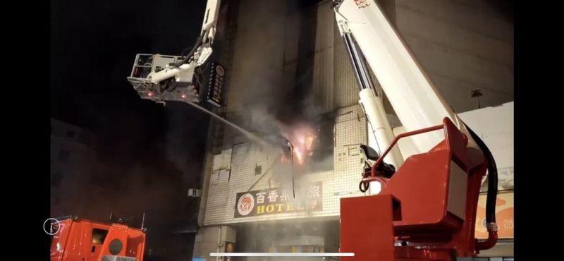 ▲彰化喬友大樓6月30日發生大火造成造成3名房客及1名消防員死亡,消防達人林金宏也分享自己分析該火場的救命關鍵。(彰化縣政府提供)