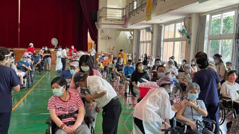 ▲台中市快打站開始施打莫德納疫苗(圖/柳榮俊攝2021.7.3)