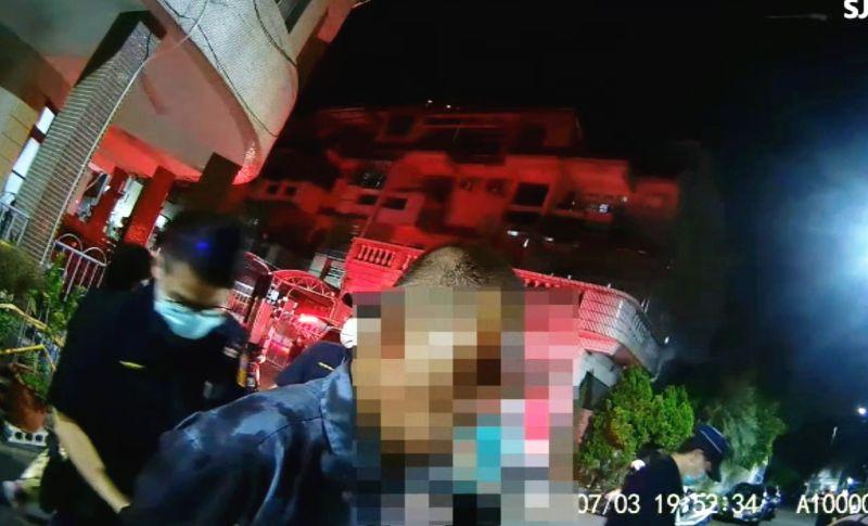 ▲警方到場時行凶的陳嫌還留在現場,並承認殺害死者。(圖/翻攝畫面)