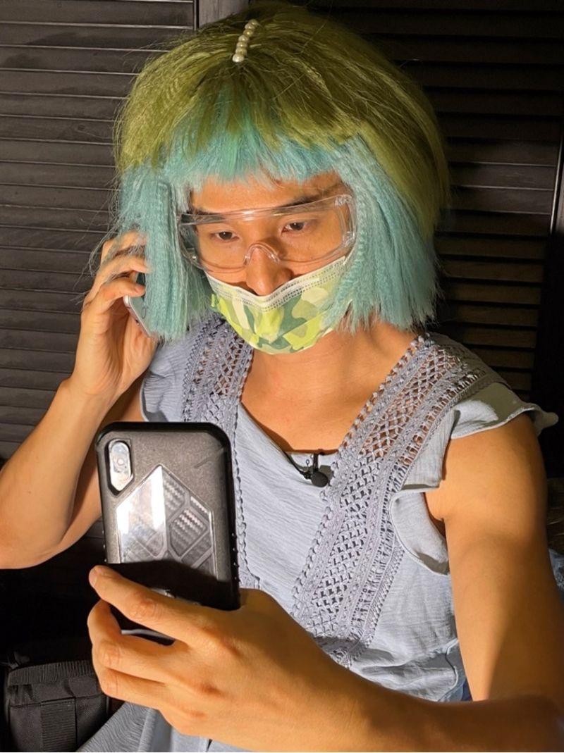 ▲王少偉妝髮服裝道具全部一人包辦。(圖/建印娛樂提供)