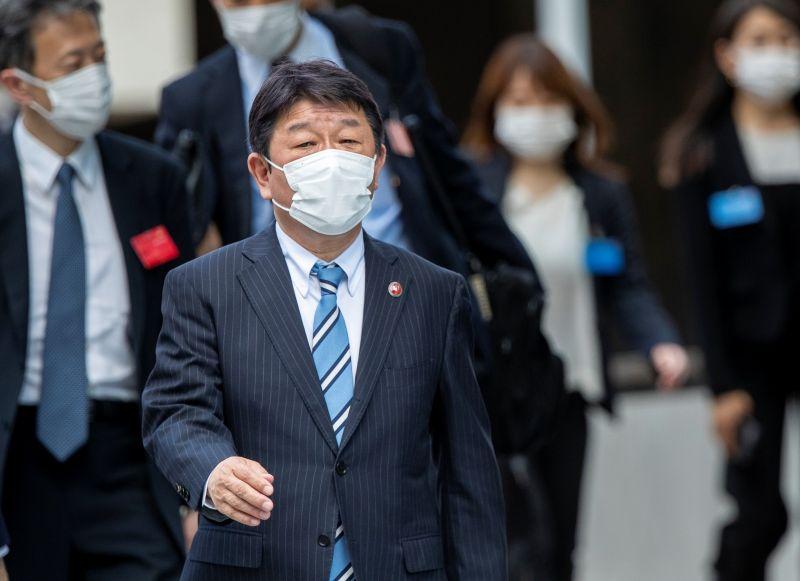 ▲日本外務大臣茂木敏充宣布再贈台50萬劑AZ疫苗。(圖/美聯社/達志影像)