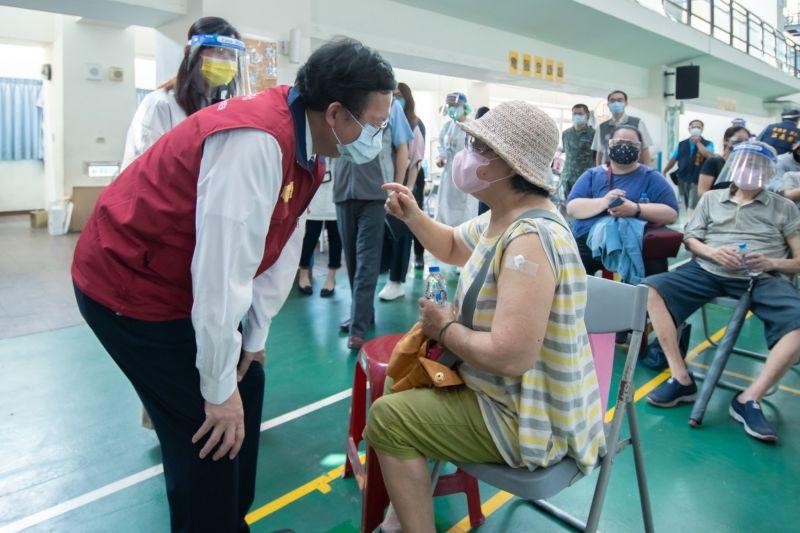 桃70至72歲長者開打 鄭文燦:希望中央盡速賦配疫苗
