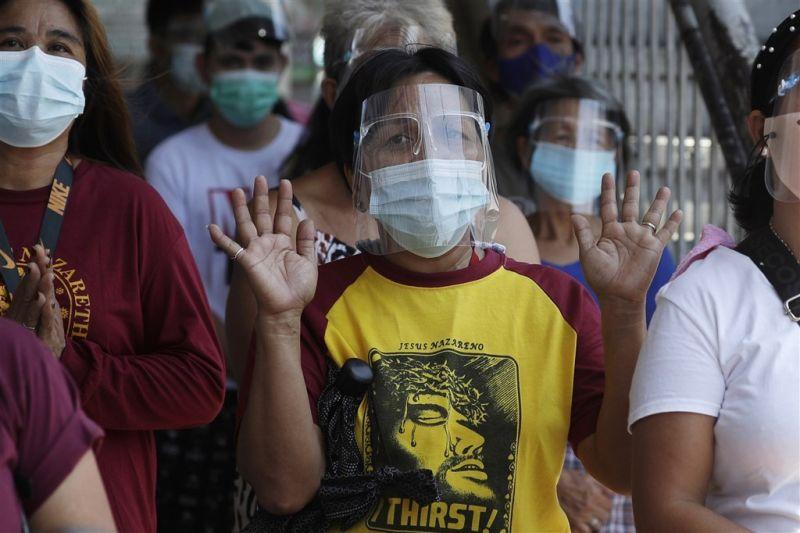 ▲菲律賓的COVID-19(2019冠狀病毒疾病)疫情嚴峻,境內累計確診人數於突破200萬大關,歸咎於高傳染力的Delta變異株。(菲律賓人民示意圖/美聯社/達志影像)