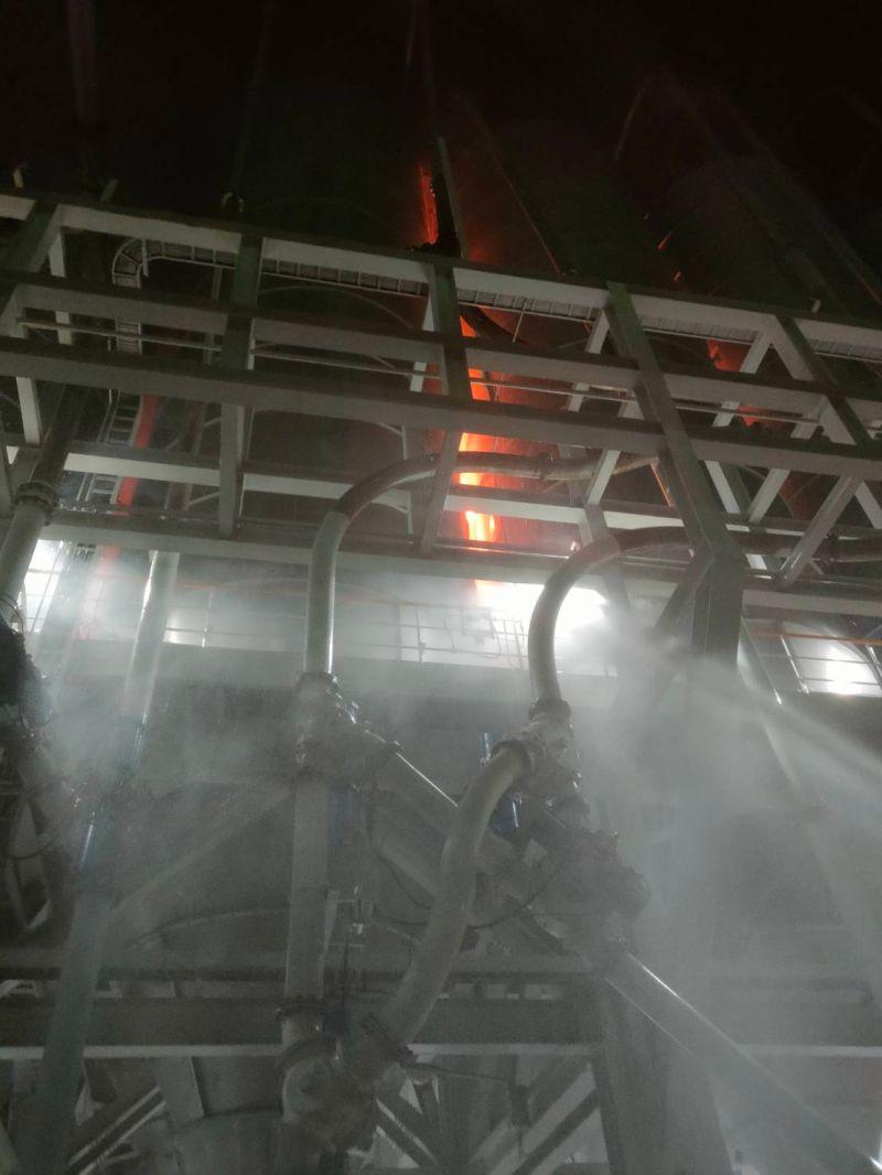 ▲今日中午台塑林園聚丙烯廠,發生聚丙烯成品槽起火燃燒。(圖/記者蔡佳宏翻攝)