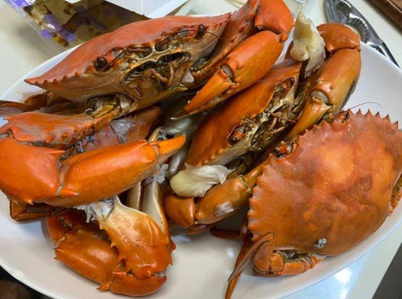 ▲有網友表示,曾經有位討海人教他料理螃蟹的撇步,卻讓他好奇「為什麼是這樣的煮法?食譜也找不到」。(圖/翻攝廚藝公社臉書)