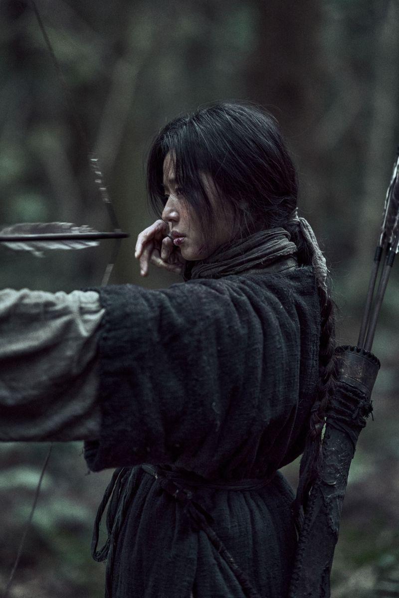 ▲▼全智賢在《屍戰朝鮮:雅信傳》的身世大公開。(圖/Netflix)