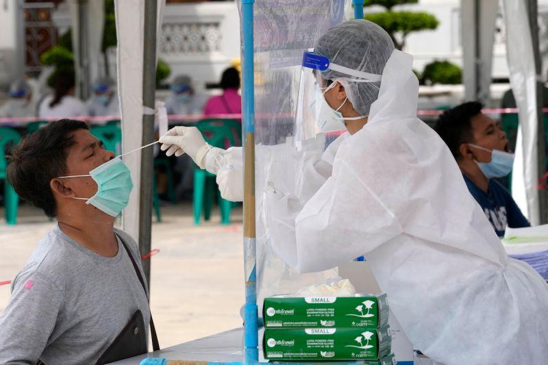 ▲泰國去年防疫成績優異,但自4月初以來,泰國境內感染人數暴增10倍。(圖/美聯社/達志影像)