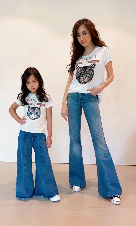 ▲關穎(右)充當女兒CC造型師。(圖/寬魚國際)