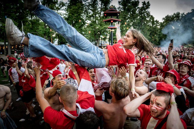 ▲英國闖進歐洲盃決賽,足球迷街上狂歡。(圖/美聯社/達志影像)