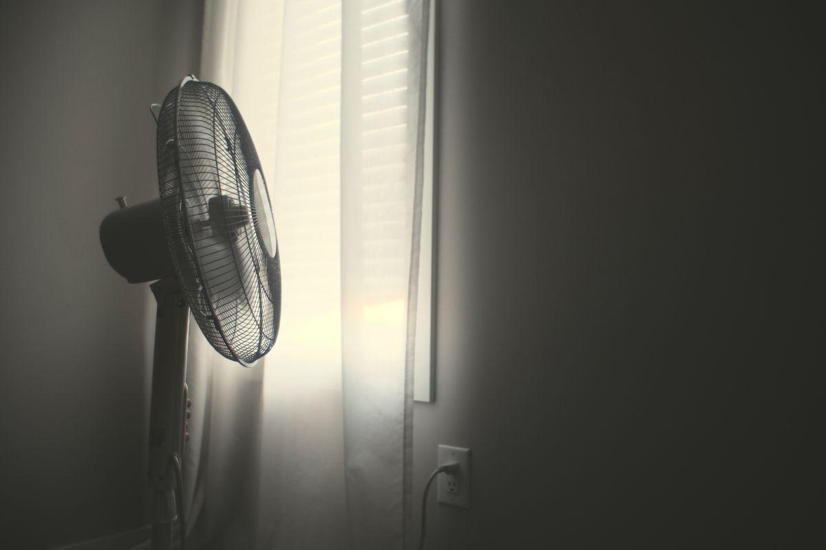 電風扇「轉速減緩」卡住?台電提醒:快關掉 危險原因曝