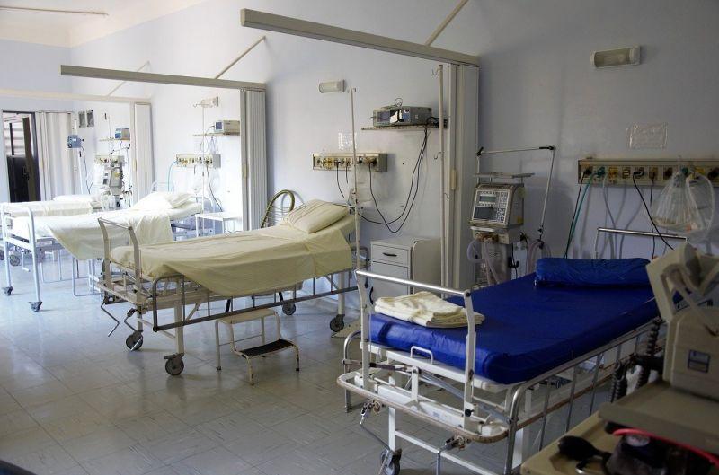 ▲網友分享靈異故事,表示六年前一名阿嬤住院時本來都無異狀,但某天早上卻感到呼吸困難。(示意圖/pixabay)