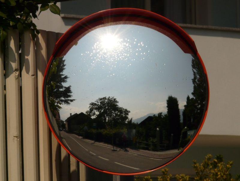 ▲原PO看到反光鏡上的牠,越來越清晰,甚至聽到有人說「下山!現在!」(示意圖/翻攝自《pixabay》