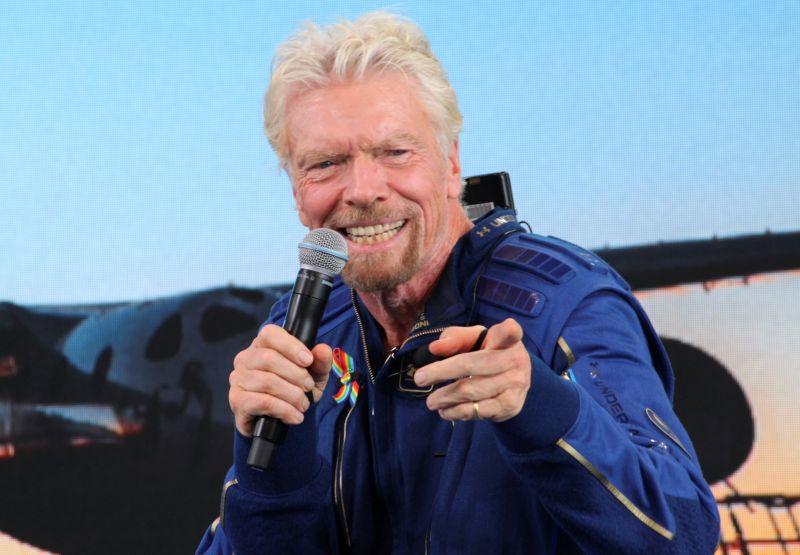 影/搶先貝佐斯!英億萬富豪太空之旅成功 平安返回地球