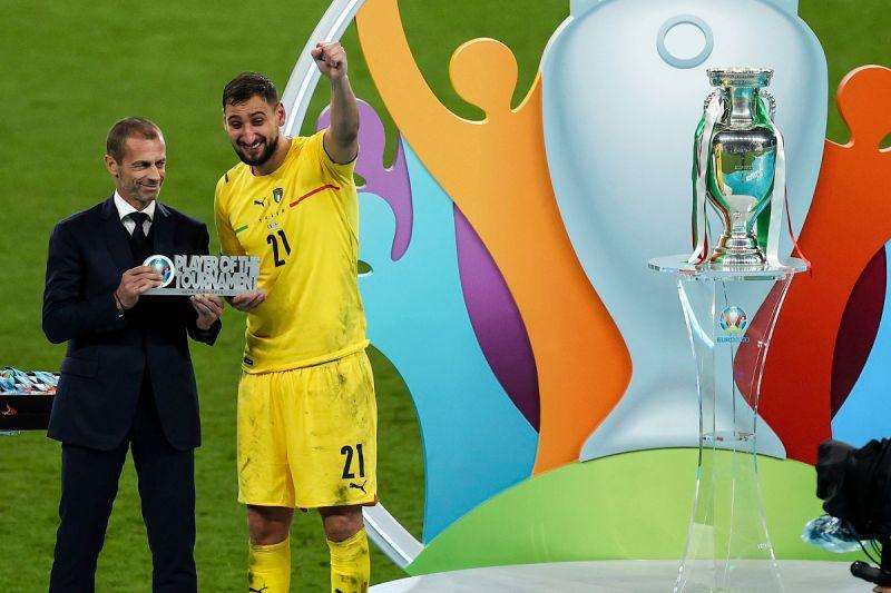 ▲歐洲國家盃冠軍戰,義大利門神Gianluigi Donnarumma(多納魯馬)在最後PK大戰連續撲出英格蘭2球,助藍衫軍奪冠並獲得本屆歐國盃MVP肯定。(圖/美聯社/達志影像)