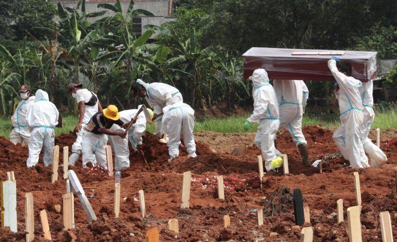印尼檢討防疫政策不再參考死亡人數 引發批評