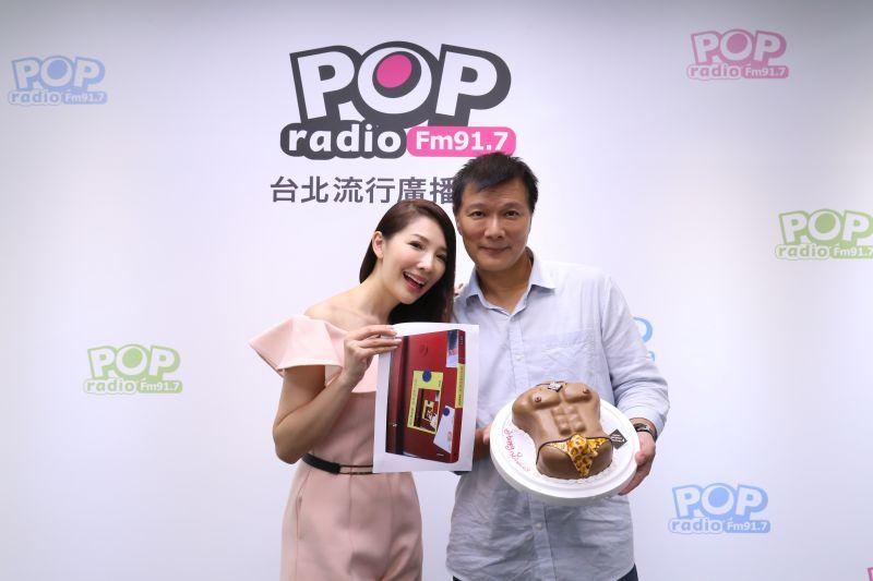 ▲蔡詩萍(右)和林書煒相差18歲,結縭19年感情甜蜜。(圖/POP