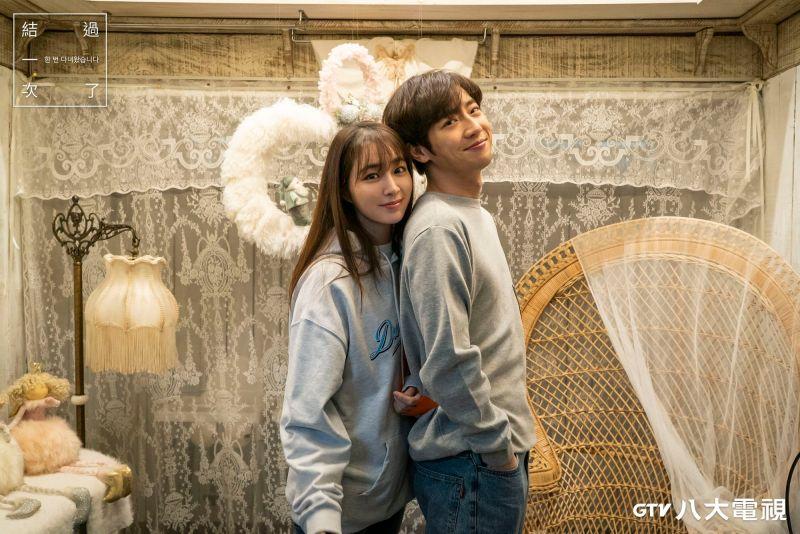 ▲李珉廷(左)與李相燁劇中飾演一對情侶。(圖/八大)