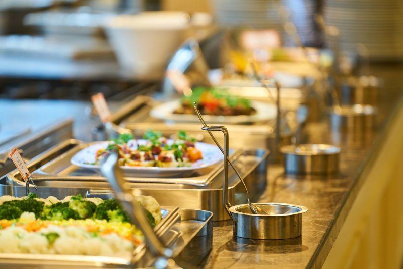 ▲自助餐中也有許多「限量供應」的食品,顧客吃到以為賺到,其實都是商家的套路。(示意圖/翻攝自Pixabay)