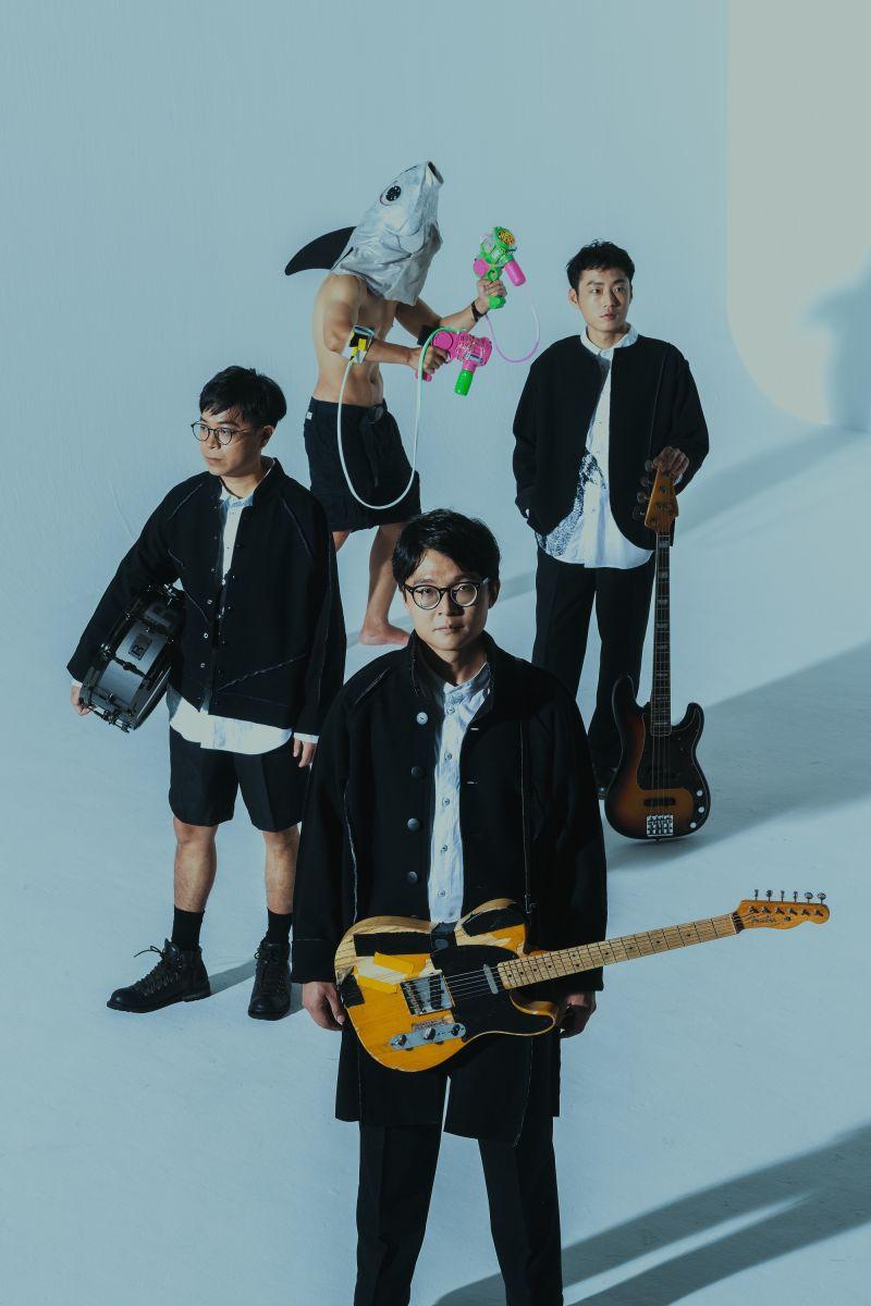 ▲林慶台與兒子參與演出拍謝少年的新歌《山盟》MV。(圖/相知音樂提供)