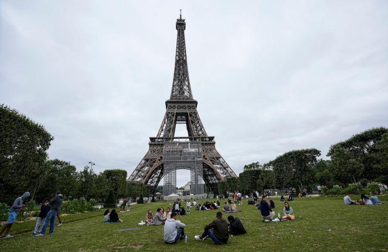 ▲法國總統馬克宏表示,法國至少接種一劑疫苗的人數,已經突破4000萬里程碑。(圖/美聯社/達志影像)