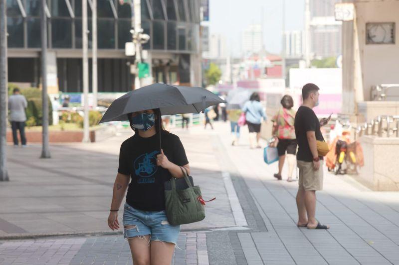 ▲溫度部分,天氣炎熱,目前針對台北市、新北市、台東縣發布高溫警訊,最高溫有機會來到36度。(圖/NOWnews資料照片)