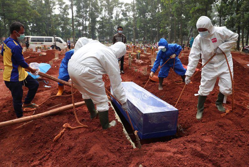 ▲印尼4日新增1747名Covid-19患者死亡,累計10萬636人不治,約4成在7月病故,是全球第12個超過10萬人染疫去世的國家,也是亞洲第2高。資料照。(圖/美聯社/達志影像)