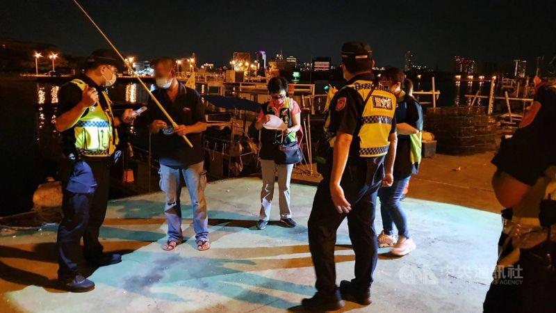 微解封例假日前夕 台南安平港區查獲13人違法垂釣