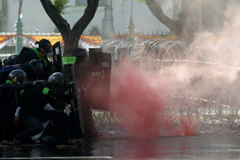 ▲由於反政府餘怒未消,加上疫情失控,泰國曼谷街頭18日又爆發大規模警民衝突。(圖/美聯社/達志影像)