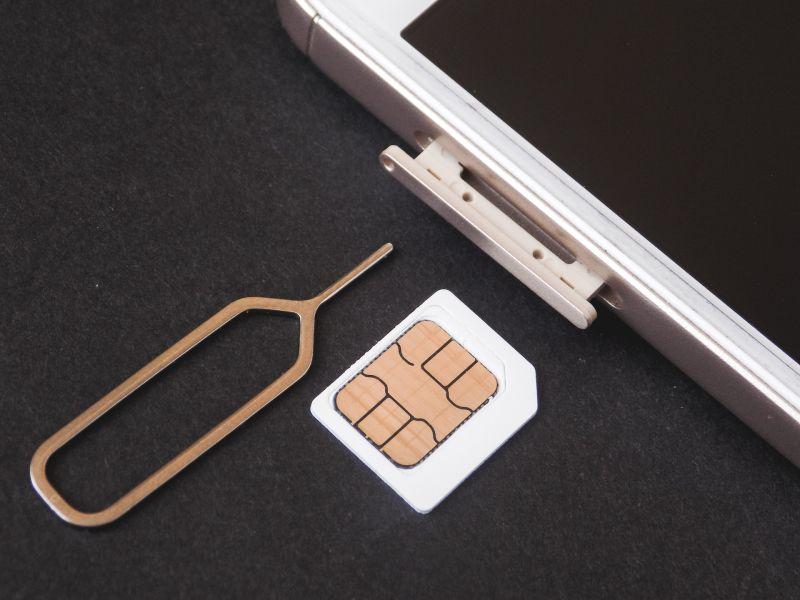 ▲更換SIM卡是換新手機或出國旅行前必備的動作,不過要是「退卡針」遺失了該怎麼辦?(圖/取自《Pixabay》)