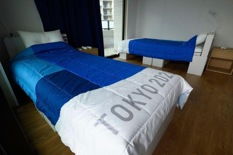 ▲東京奧運選手村床架特別選用紙板搭建,響應環保,不過遭質疑耐用程度。(圖/美聯社/達志影像)