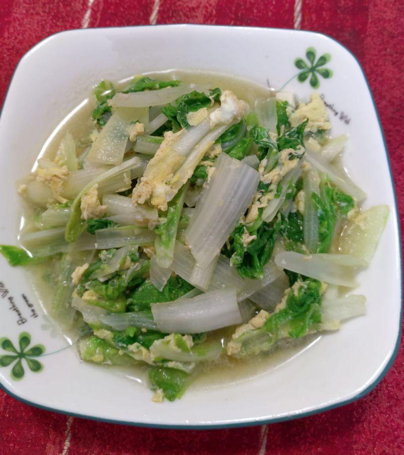 ▲一名女網友表示,自己在料理小白菜時,會多加散蛋。(圖/翻攝自臉書社團《家常菜》)