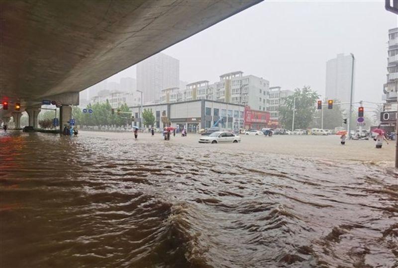 中國鄭州暴雨成災 水入地鐵12死5傷一級防汛