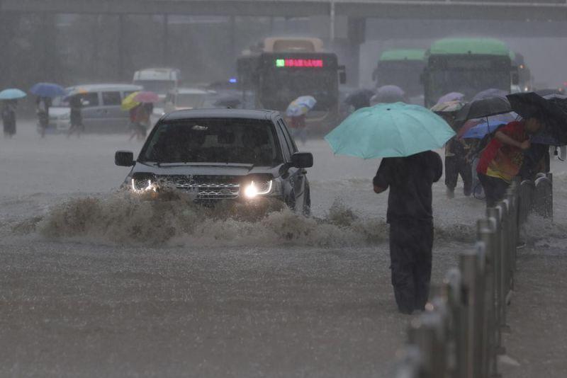 ▲中國河南連日暴雨,多處傳出淹水災情。(圖/達志影像/美聯社)