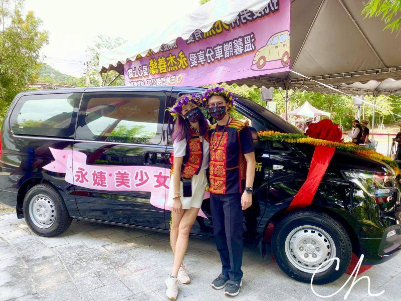 ▲▼賈永婕(左)與老公大手筆送疫苗專車。(圖/賈永婕臉書)