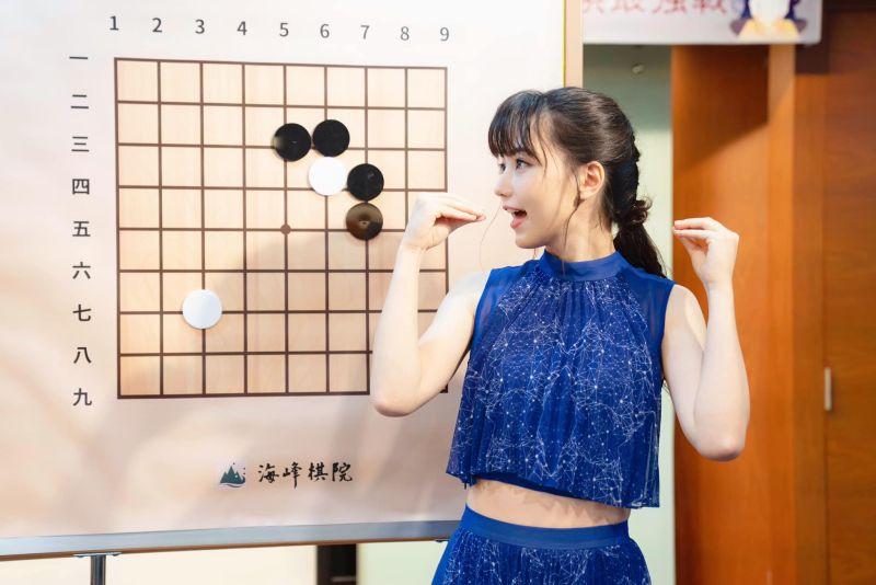 ▲▼黑嘉嘉被日本人封為「千年一遇的美女棋士」。(圖/双喜電影提供、黑嘉嘉臉書)