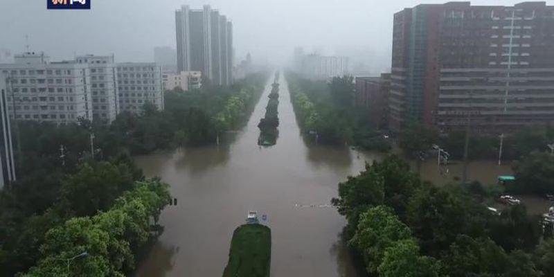 ▲中國河南省近日暴雨,鄭州、新鄉、安陽都傳出嚴重災情。(圖/翻攝自央視)