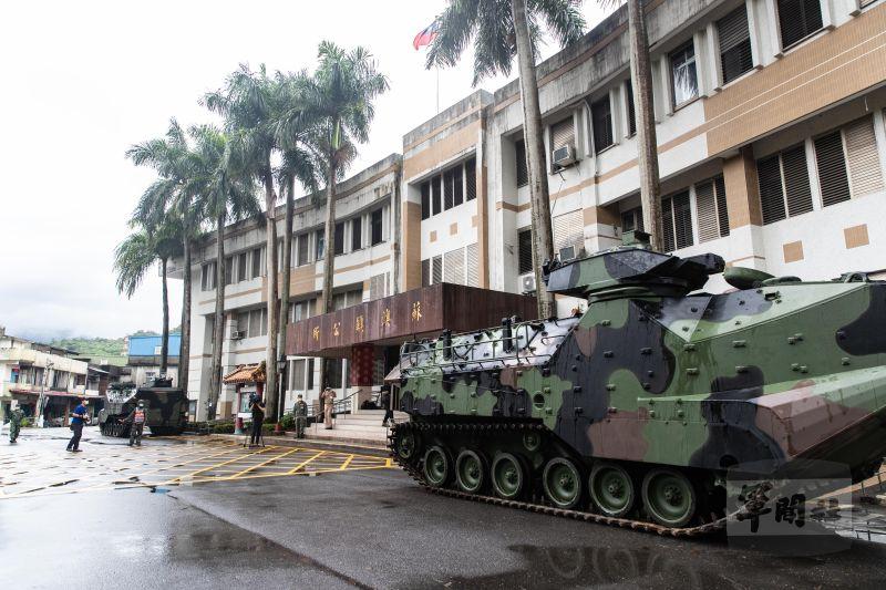 ▲AAV7兩棲突擊車進駐蘇澳鎮公所。(圖/軍聞社提供)