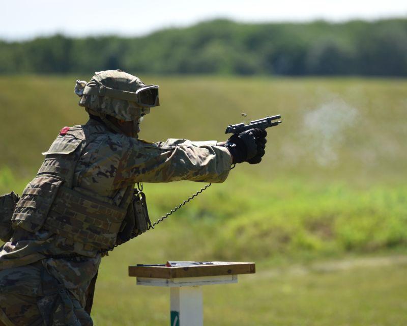 ▲美國陸軍國民兵M9手槍射擊訓練。(圖/美國國民警衛隊網站)