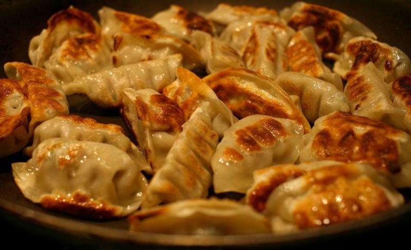 ▲有美食家在網路上秀出了水餃新做法的專業7個步驟,直言「金黃酥脆,一咬開就爆滿嘴汁」。(示意圖/翻攝自Pixabay)