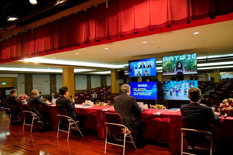 ▲鴻海股東會今日登場,由於疫情的關係,僅開放現場部分座位,並提供直播。(圖/鴻海提供)