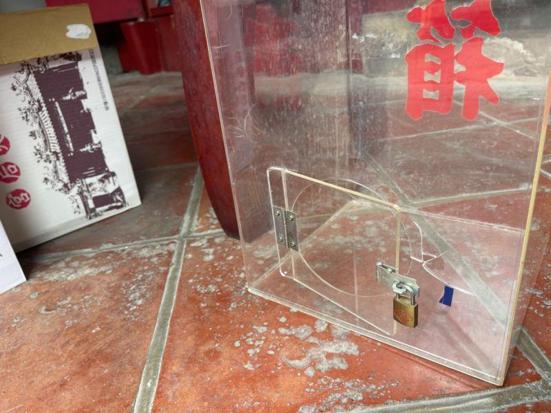 ▲廟裡的功德箱遭到竊嫌破壞。(圖/翻攝畫面)