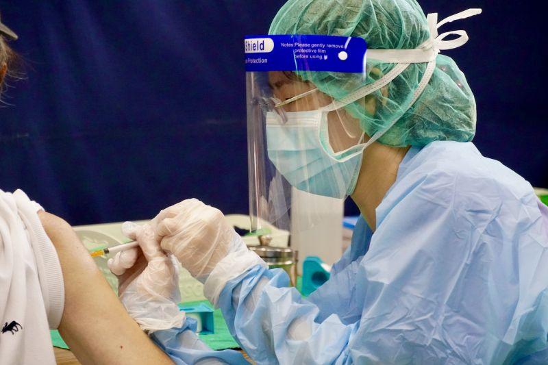 無健保卡也可以!開放外籍人士疫苗意願登記