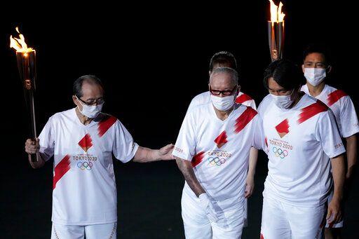 ▲東京奧運開幕儀式,王貞治(左)、長嶋茂雄、松井秀喜點燃聖火。(圖/美聯社/達志影像)