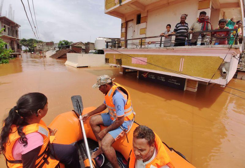 ▲印度豪雨引發土石流與多起事故造成慘重傷亡,累計已增至125死。(圖/美聯社/達志影像)