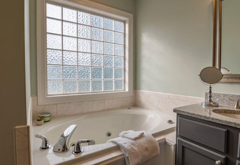 姐妹突收小紙條!鄰居求浴室「加裝百葉窗」 原因尷尬爆