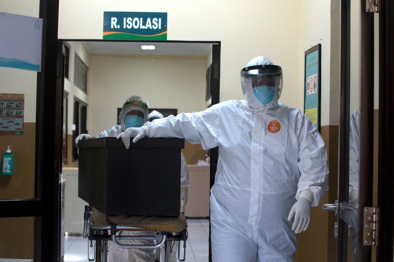 ▲印尼新冠肺炎疫情嚴峻,當局準備增設加護病房應對。(圖/美聯社/達志影像)