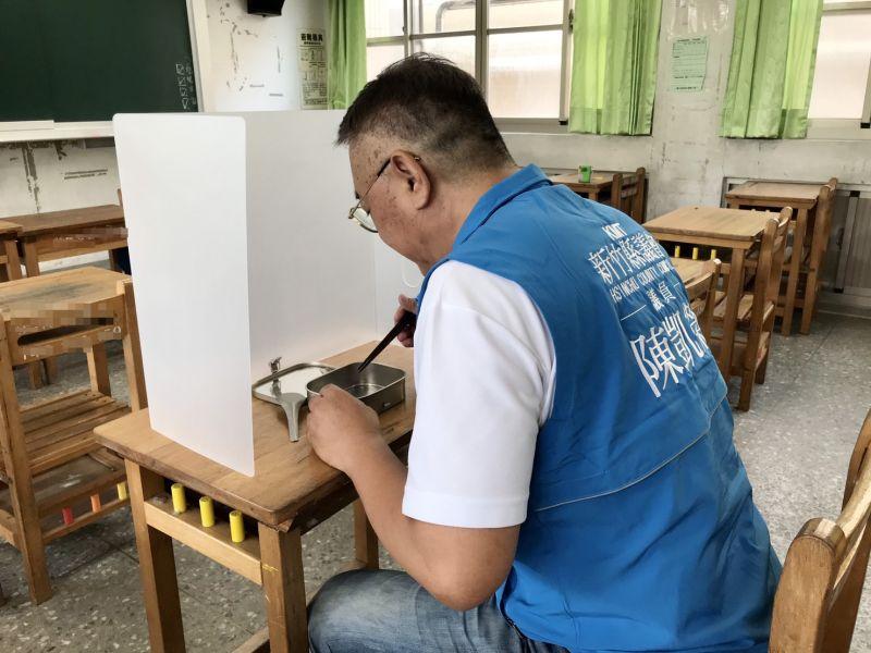 竹縣議員陳凱榮提案購防疫隔板 落實營養午餐防疫