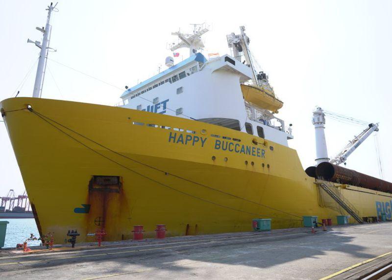 ▲台灣國際造船公司製造首批水下基樁完工交件,為該公司海事工程事業奠立新里程碑。(圖/記者黃守作攝,2021.07.26)