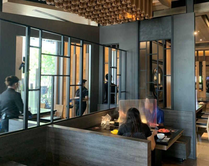 ▲築間餐飲集團旗下品牌宣稱準備好了,在台中市,開放首日即見客人上門享用。(圖/築間提供)